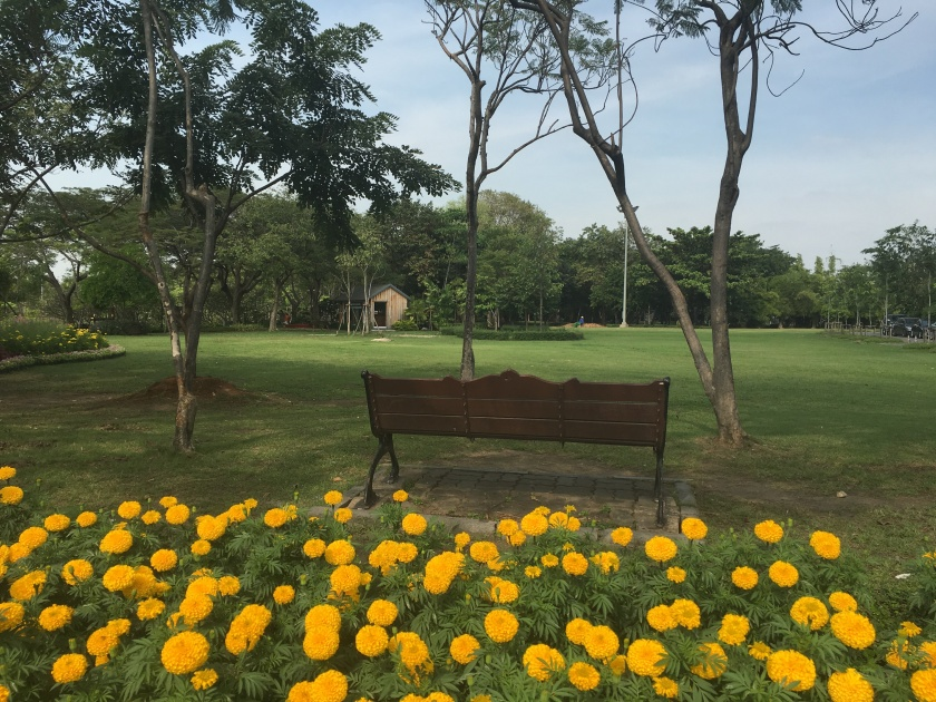 queen-sirikit-park-bench