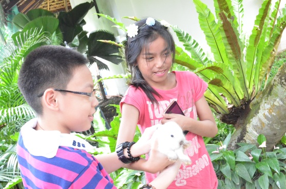 With adult supervision, the kids were allowed to pet and feed the animals they see on the farm
